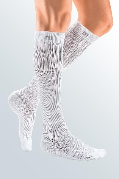 csm_man-with-white-compression-stockings-m-4992_f46f48656a.jpg